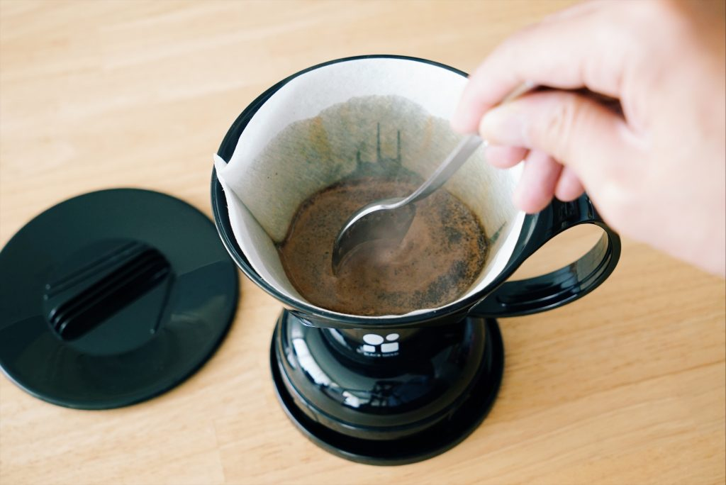 コーヒーをかき混ぜる