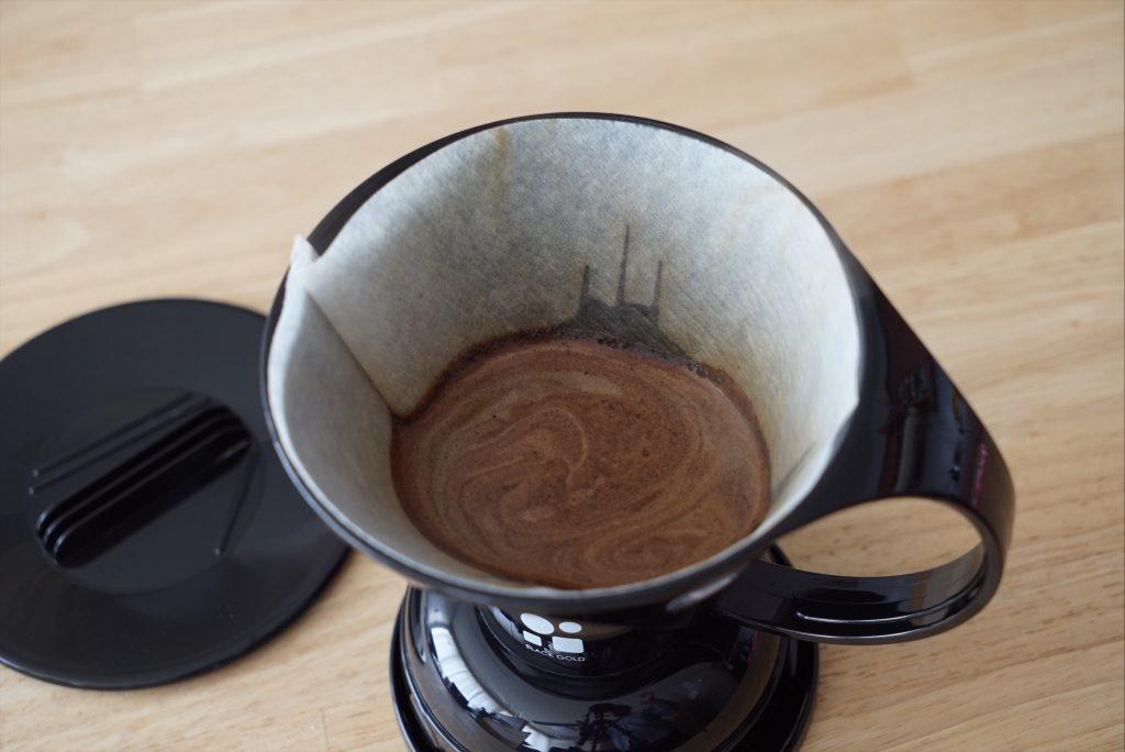 ドリッパーに溜るコーヒー