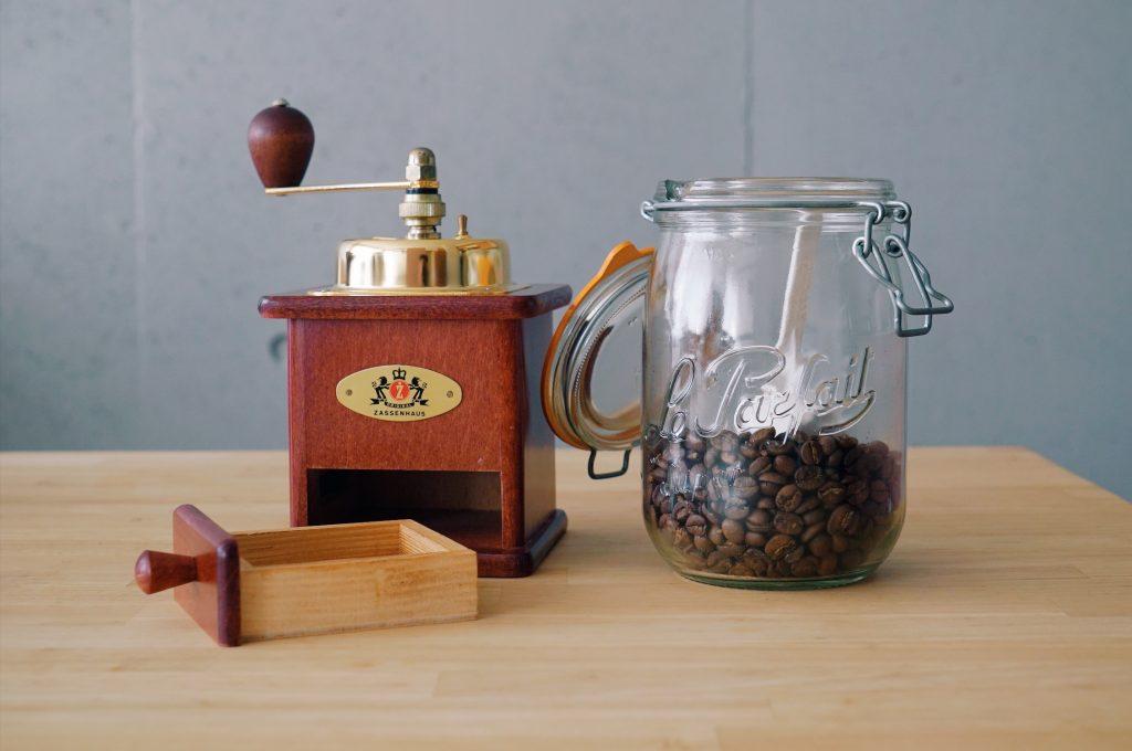 ザッセンハウスのミルとコーヒー豆